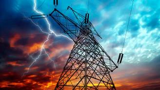 Elektrik dağıtım şirketlerine kur oynaklığının bedeli ağır