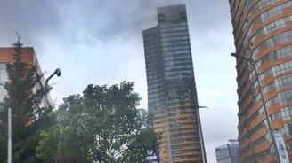 52 katlı gökdelende yangın