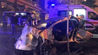 İzmir'de kaza: 2 ölü, 3 yaralı