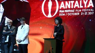 Antalya Film Festivalinde En İyi Film ödülü Melekler Beyaz Giyer'in