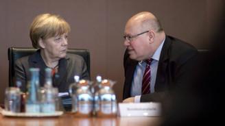 Merkel'in yardımcısından 'istikrar' çağrısı
