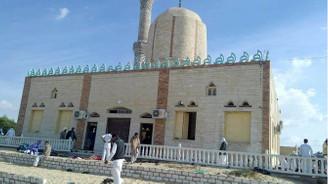Mısır'da camiye bombalı ve silahlı saldırı: 235 ölü