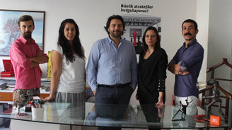 2 ildeki yabancı şirketlerin etkinliklerini düzenliyor