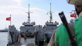 Askeri gemide yangın