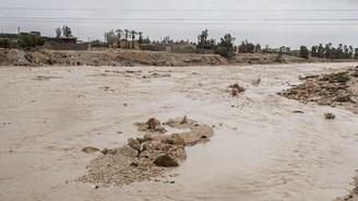 İran'da baraj yıkıldı