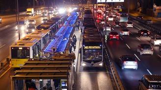 Arızalanan metrobüs seferleri aksattı