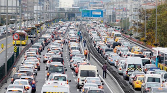 Trafiğe 1 ayda 128 bin araç eklendi