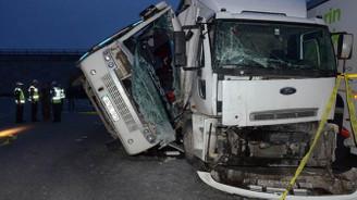 Tuzla'da trafik kazası: 4'ü ağır 27 yaralı