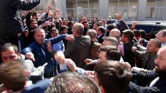 Oğan'ın toplantısında arbede: 2 polis yaralı