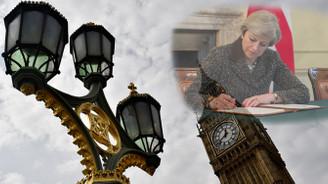 Brexit için imza atıldı