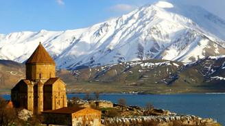İran'dan Van'a iki ayda 50 bin turist geldi