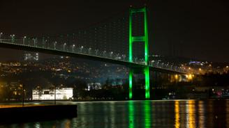 Yeşil renkte aydınlatıldı