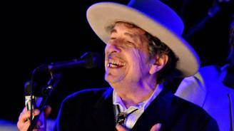 Bob Dylan Nobel ödülünü aldı