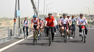 300 bisikletli Osmangazi Köprüsü'nden geçiş yaptı
