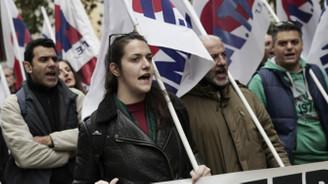 Komşuda gazeteciler greve gitti