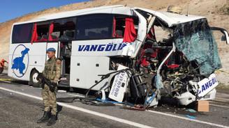 Elazığ'da otobüs kazası: 2 ölü, 30 yaralı