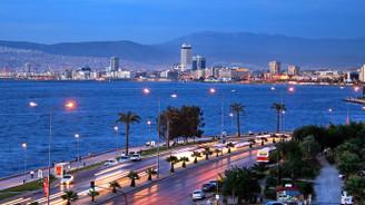 Fitch, İzmir'in kredi notunu artırdı