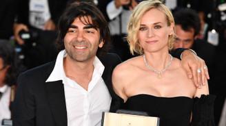 Fatih Akın'nın Cannes'da ödül sevinci