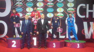 Milli güreşçimiz Soner Demirtaş, Avrupa şampiyonu oldu