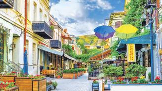 Tiflis'te yemyeşil bir mola...