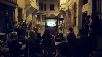 Hacivat ile Karagöz Balat sokaklarında