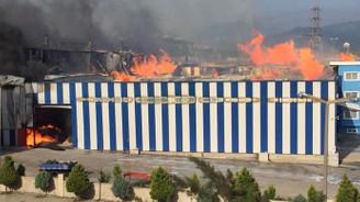 Osmaniye'de kağıt fabrikasında yangın