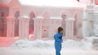 Antalya'da 44 derecede kar keyfi