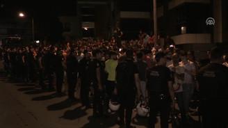 Galatasaraylı taraftarlardan Florya'da protesto