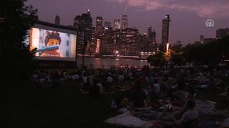 New Yorkluların açık hava sineması keyfi