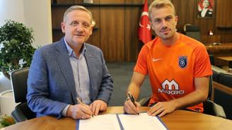 Mert Günok Medipol Başakşehir ile imzaladı