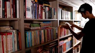 Ahırdan bozma kütüphanede kitap sayısı 10 bini geçti