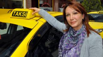 Açtığı taksi durağında kendisine inanmayan kocasına iş verdi