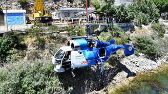 Baraja düşen helikopter çıkarıldı