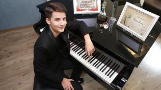İzmirli piyanist, dünya birincisi oldu