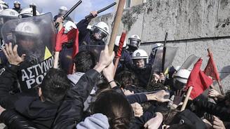 Yunanistan'da kemer sıkma karşıtı gösteride arbede