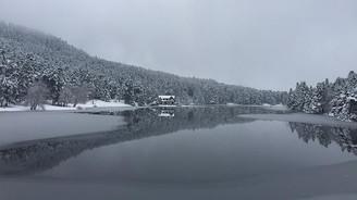 Gölcük Gölü kısmen buz tuttu