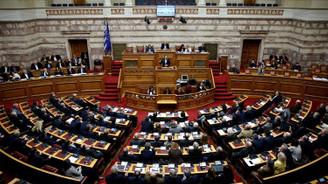 Yunanistan'da yeni kemer sıkma programına onay