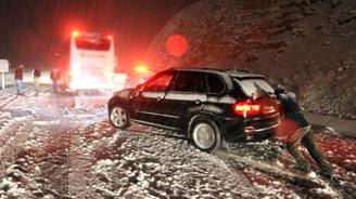Kar yağışı ve çalışmalar ulaşıma engel oluyor