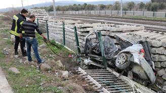 Otomobil yayalara çarptı: 4 ölü, 2 yaralı