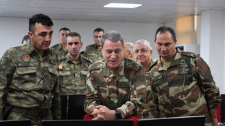 Akar ve komutanlar Suriye sınırında