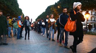 Tunuslu aktivistlerden Kelepçeleri çözün protestosu
