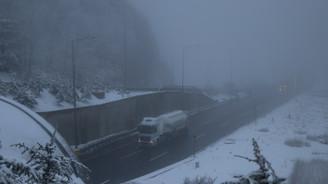 Bolu Dağı'nda kar yağışı ve sis ulaşımı etkiliyor