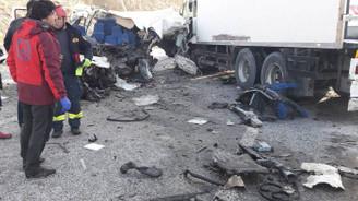Van'da minibüsle TIR çarpıştı: 8 ölü