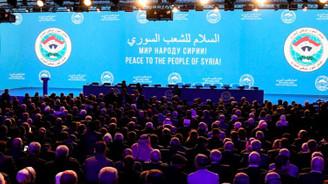 Soçi'deki Suriye kongresinde bayrak krizi çıktı