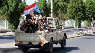 Yemen'de ayrılıkçılar, Aden'de karargahı ele geçirdi
