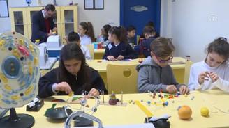 Kamyon lastiği fikriyle eğitim için oyuncak üretmeye başladı