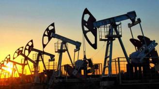 Petrolde küresel fazla kapasite azalıyor
