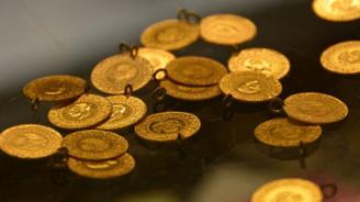 Altın fiyatları dolarla birlikte düştü