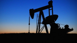 Petrolün varili 75,76 dolar oldu