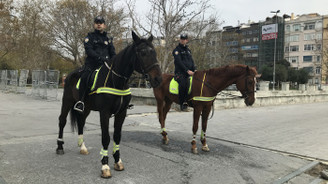 Taksim'de atlı polisler göreve başladı